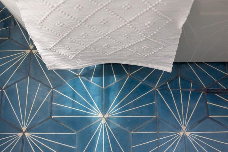 Geometrical Design Bathroom Floor Tile: Dandelion €� Marine/bone